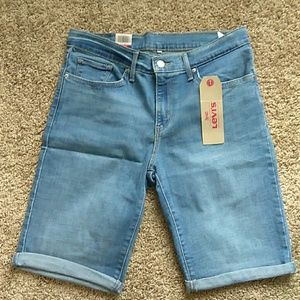 Blue denim Levi's Bermuda short